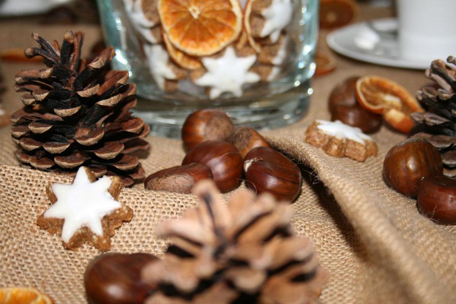 Tischdekoration für die Weihnachtszeit